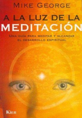 a la Luz de la Meditacion: Una Guia Para Meditar y Aleanzar el Desarrollo Espiritual 9789501703894